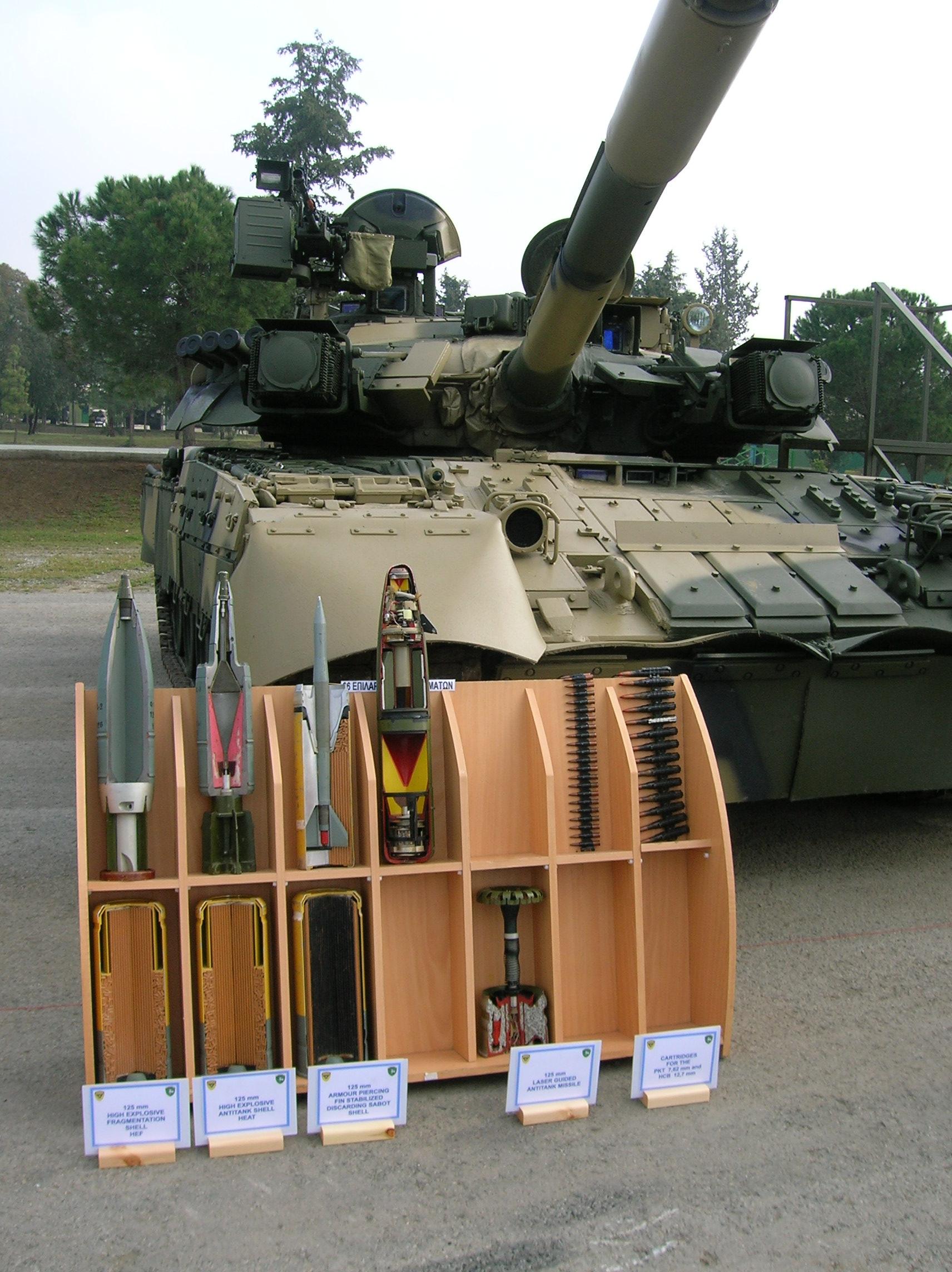 http://artofwar.ru/img/w/wechkanow_i_w/vivboewyetanki-semejstwot-72t-80t-90wtoroeizdanie19122011/t-90vidboepr.jpg